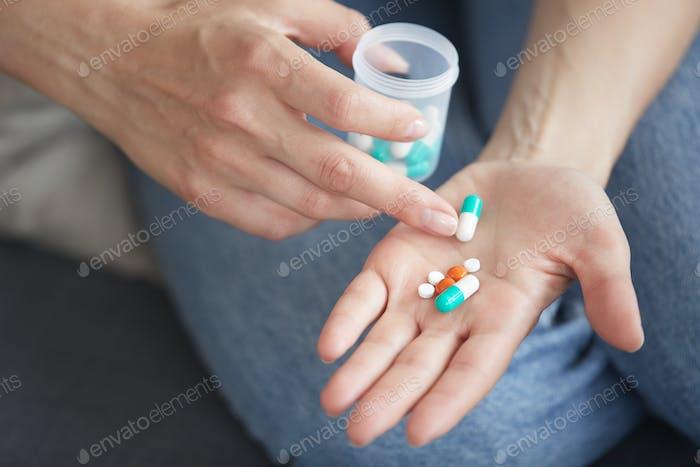 Zählen von Pillen auf der Handfläche
