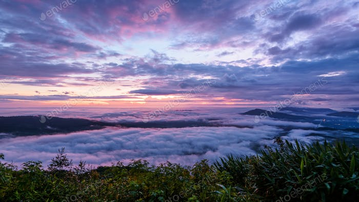 Sunrise at Phu Ruea National Park