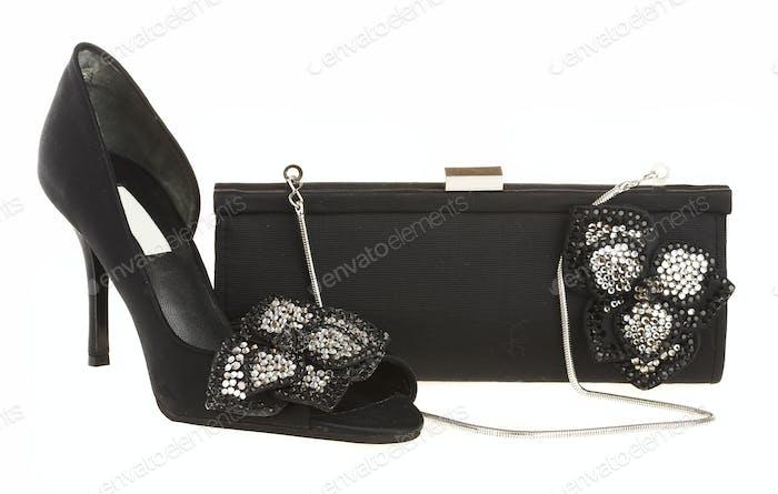 Damenschuhe und Handtasche