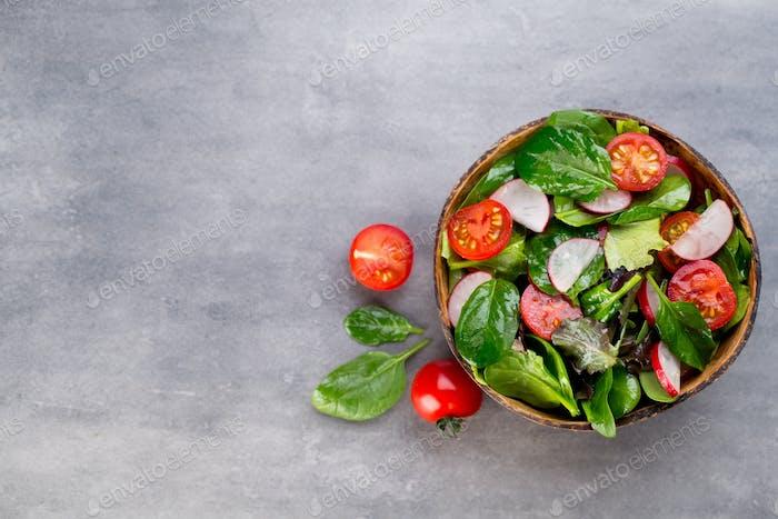 Fresh salad with baby spinach and tomato, radish und salad.