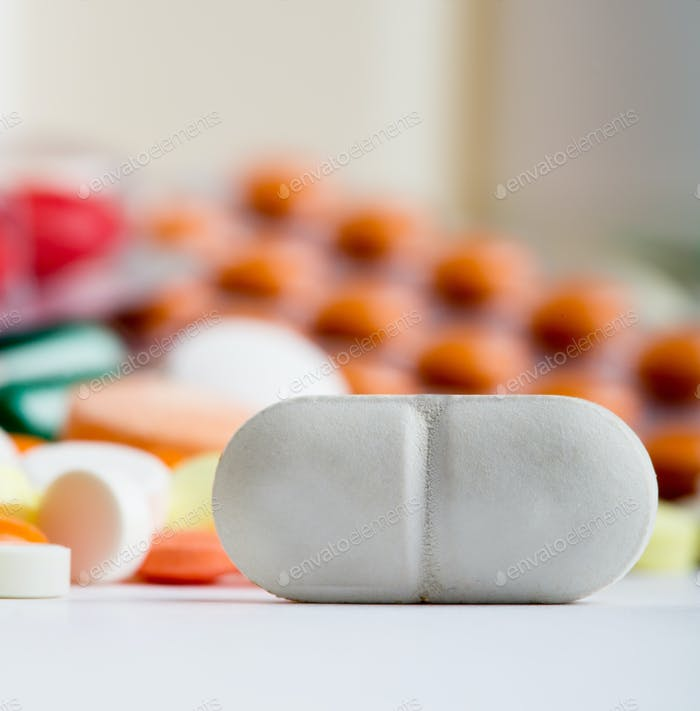 Белая таблетка