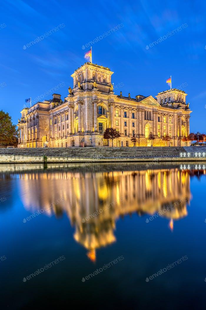 Der Reichstag an der Spree