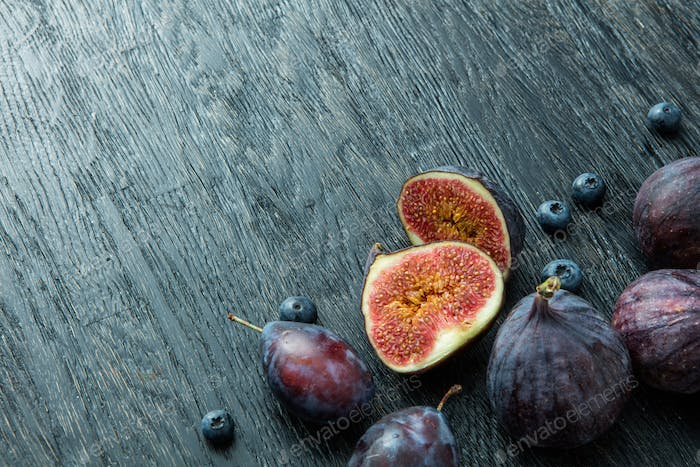 Fresh figs and blueberries