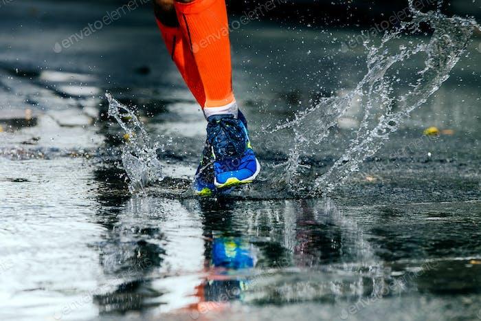 Beine Männer in Marathon Kompressionssocken