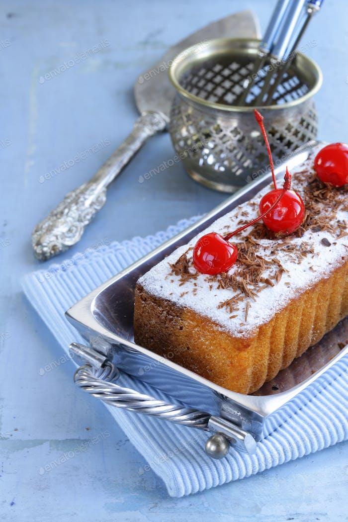 Pfundkuchen mit Puderzucker