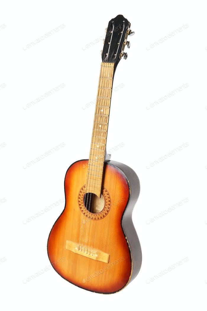 Klassische Akustikgitarre auf Weiß