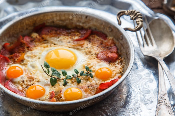 Pastirmali yumurta - traditional turkish dish with eggs and cured beef