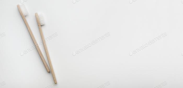 Zahnbürsten aus Holz oder Bambus für nachhaltigen Lebensstil