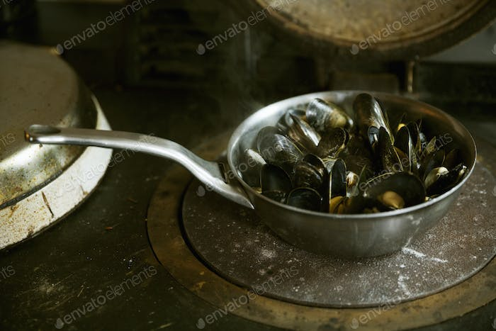High angle view of a pan of Black Mussels.