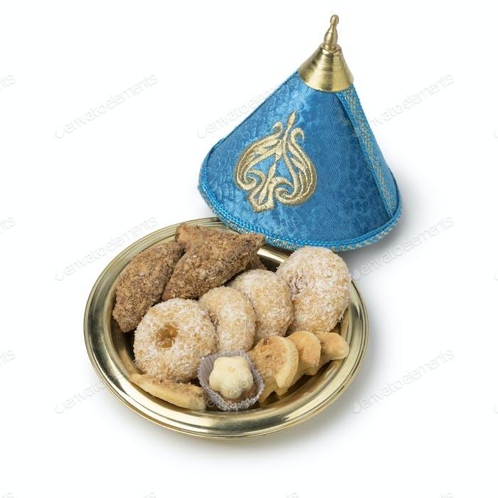 Traditionelle marokkanische Kekse in einer festlichen Tajine