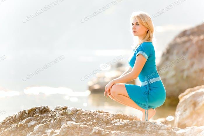 молодой расслабленный кавказский женщина