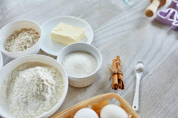 Hausgemachte Produktion von frischen gesunden Keksen aus natürlichen Zutaten