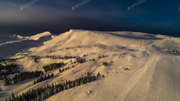 Traumhafter Blick auf die Winterskipiste