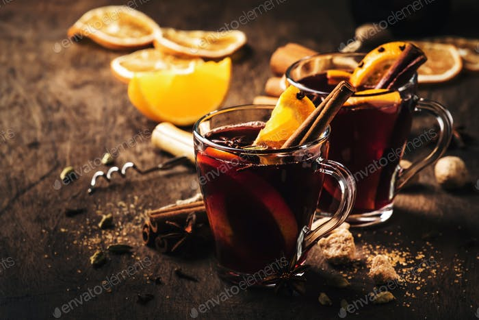 mulled red wine with spices and fruits