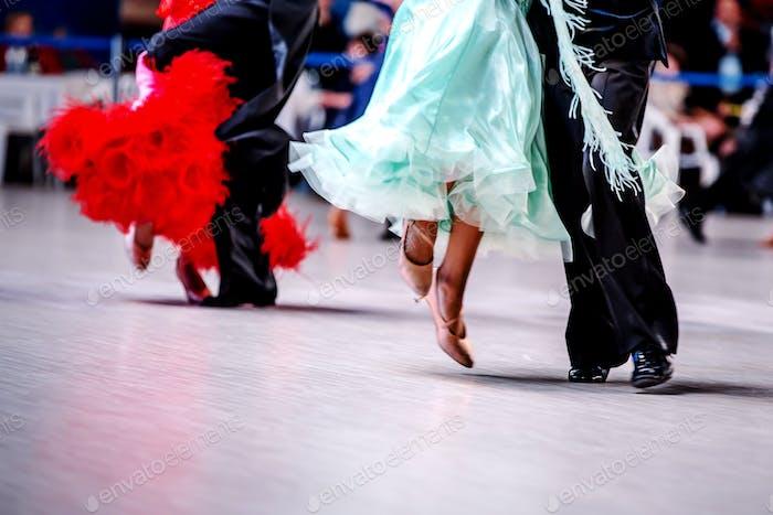 Paare von Tänzern Athleten