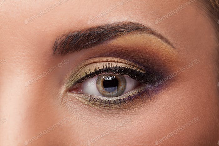 Close up photo of an eye with perfect make up