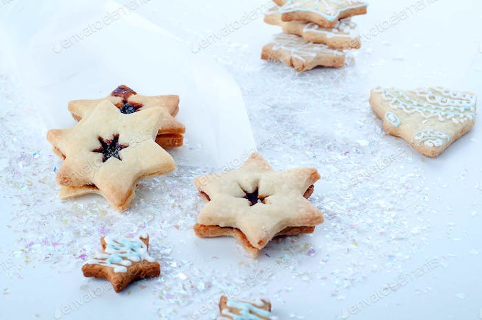 Star shape christmas gingerbread cookies isolated