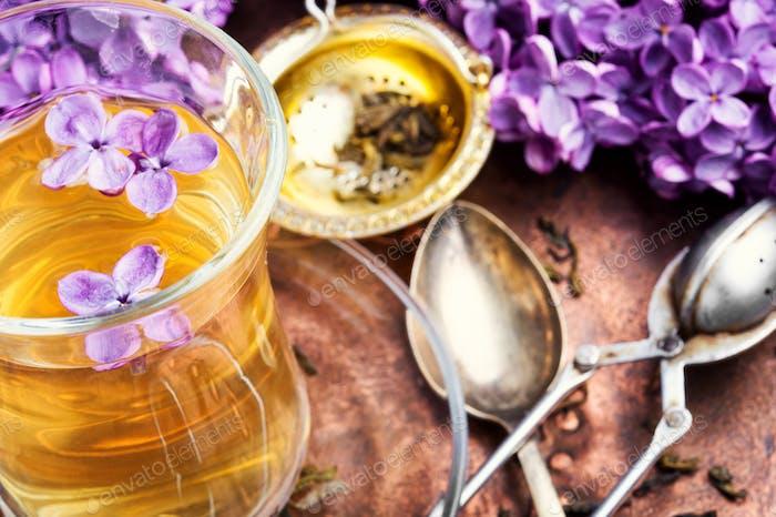 Tee mit lila Geschmack