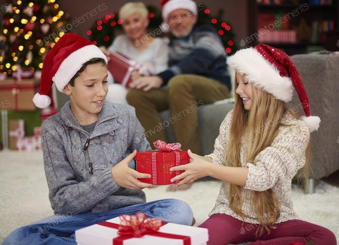 Ahora es nuestro turno de intercambiar los regalos