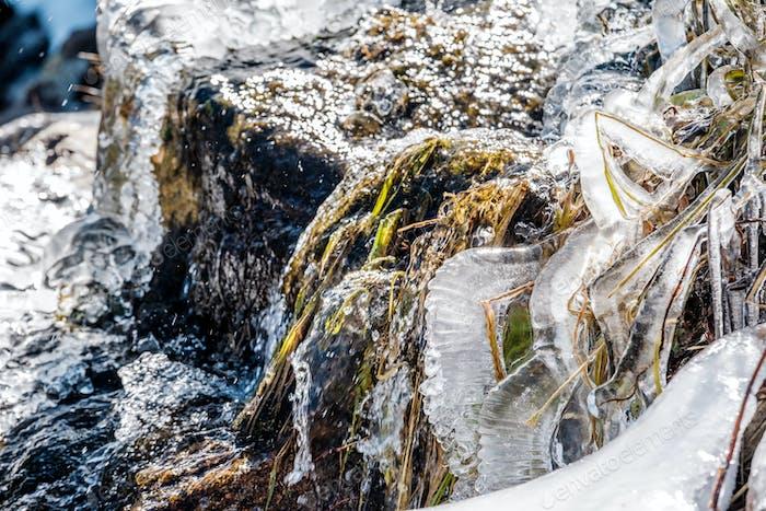Eiszapfen auf Timberline Falls Wasserfall