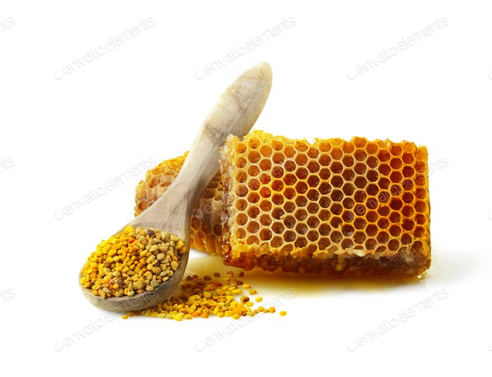 Honeycomb and a spoon with pollen.