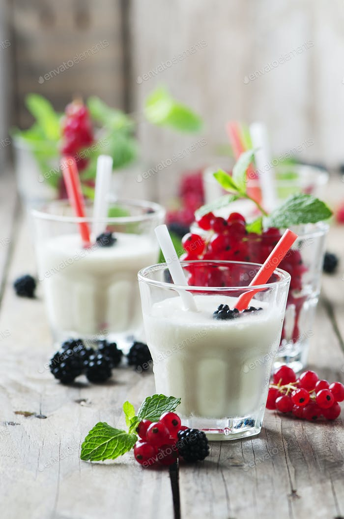 Iced milk sake with berry and mint