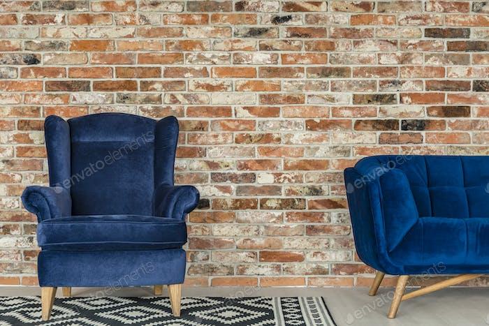 Удобное кресло в чердаке
