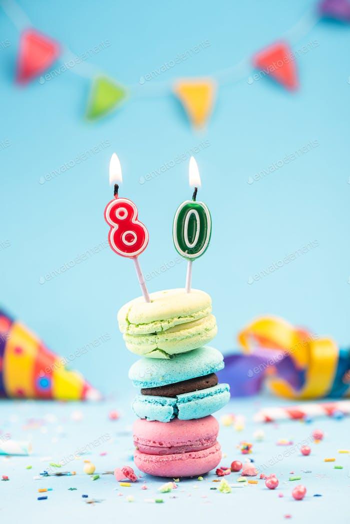 Geburtstagskarte zum 80. Geburtstag mit Kerze in bunten Macarons a