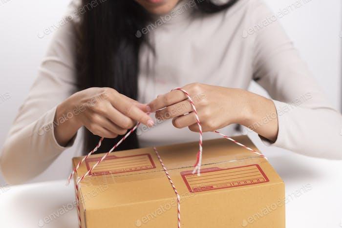 caja de embalaje, concepto de negocio de marketing en línea