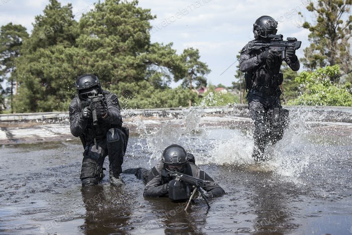Spec ops police officers SWAT in the water