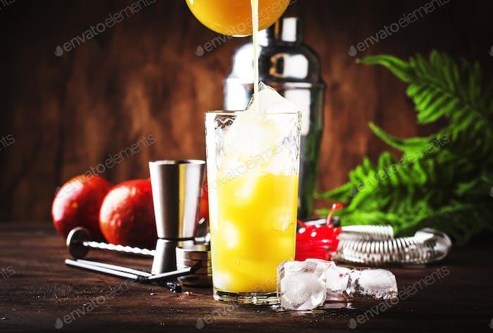 Sommer Tequila Sunrise Cocktail