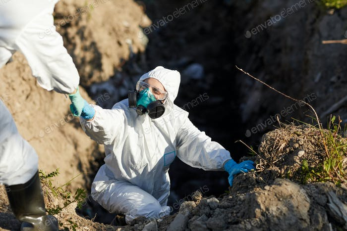 Ökologen arbeiten in gefährlichen Bereichen