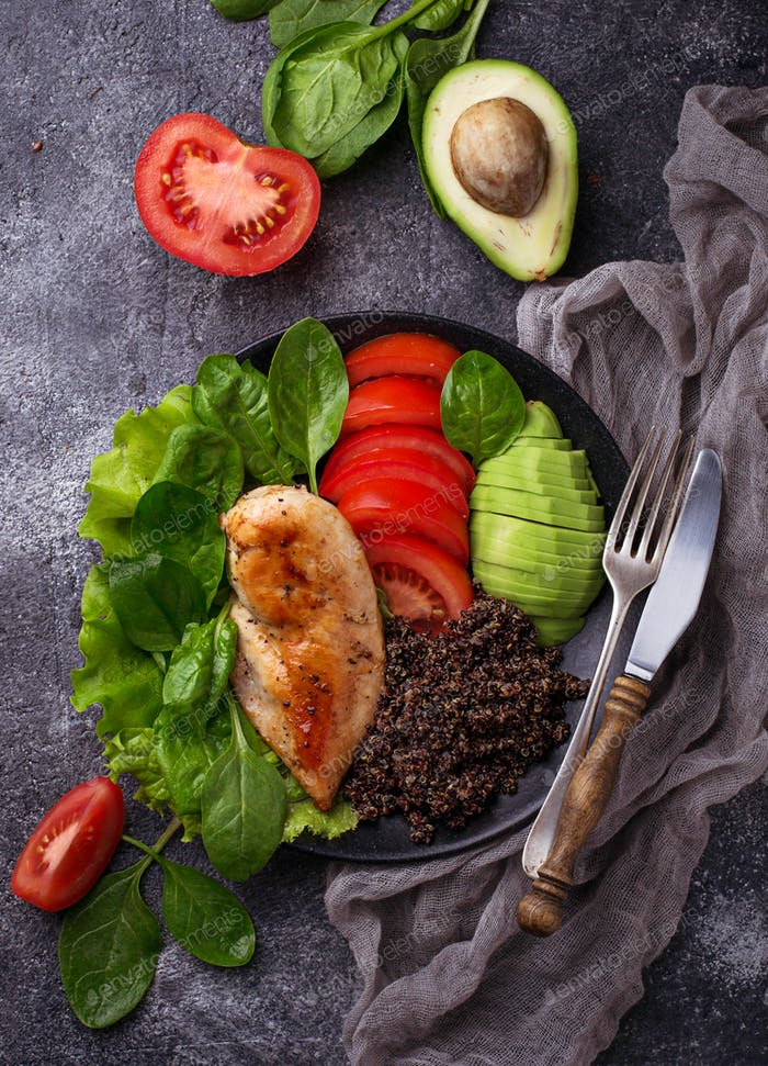 Grilled chicken fillet with vegetable and quinoa