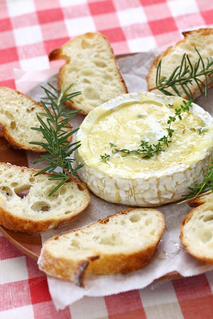 baked camembert cheese fondue
