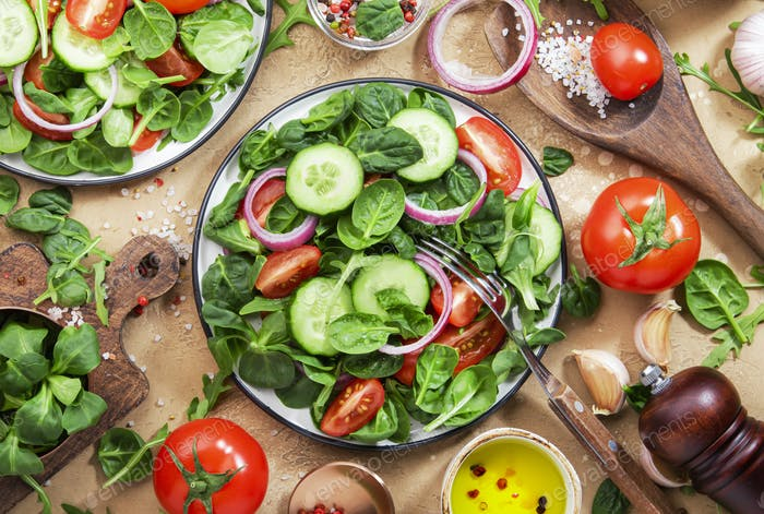 Spring vegan salad with spinach, cherry tomatoes