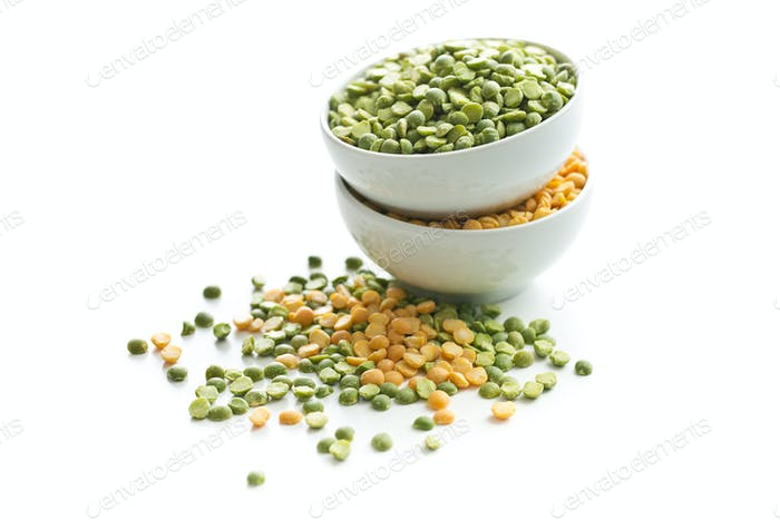 Yellow and green split peas in bowl.
