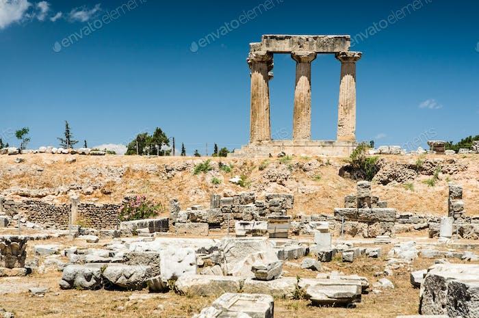 Ruinen des Tempels in Korinth, Griechenland - archäologische Stätte