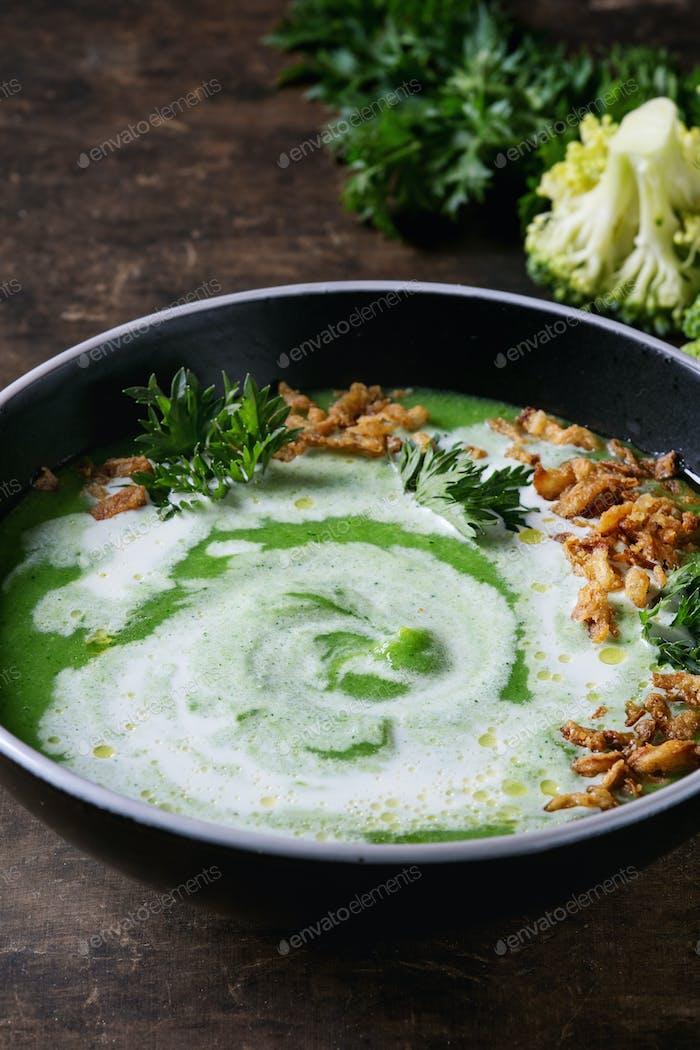 Vegetarian broccoli soup