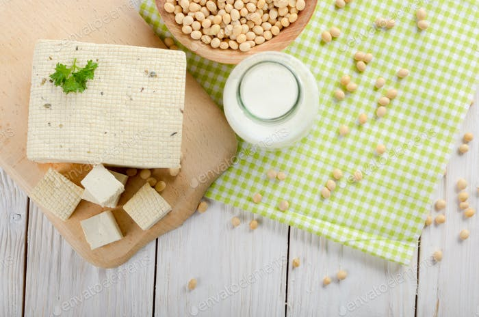 Flache Laie von Nicht-Milchprodukten Alternativen Sojamilch oder Joghurt in Glas b