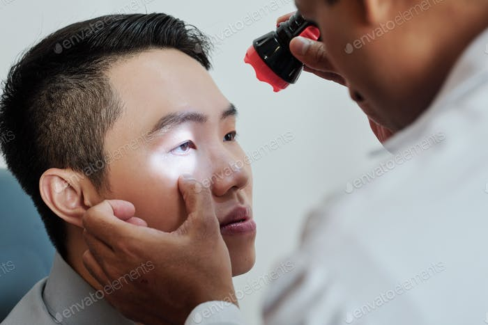 Patient visiting the ophthalmologist