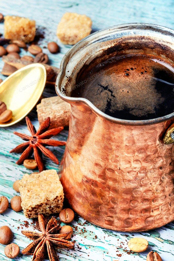 Türkischer Kaffee in cezve