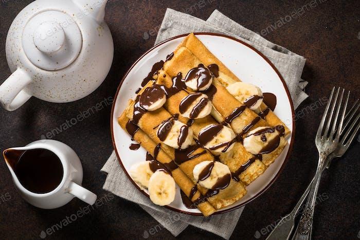 Crepes mit Schokolade und Banane Draufsicht