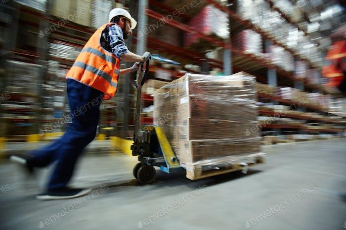 Arbeiten im Distributionszentrum