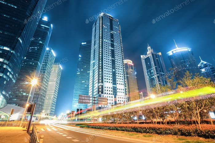 moderne Stadt Shanghai in der Nacht