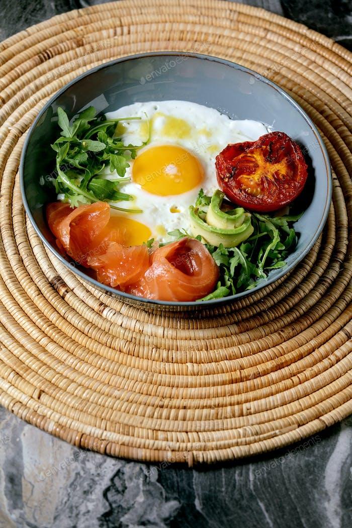 Frühstückschüssel mit Eiern