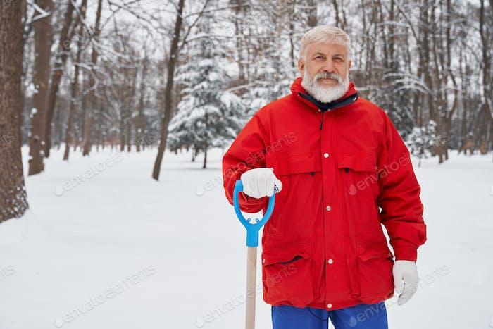 Porträt von älteren Hausmeister des Stadtdienstes