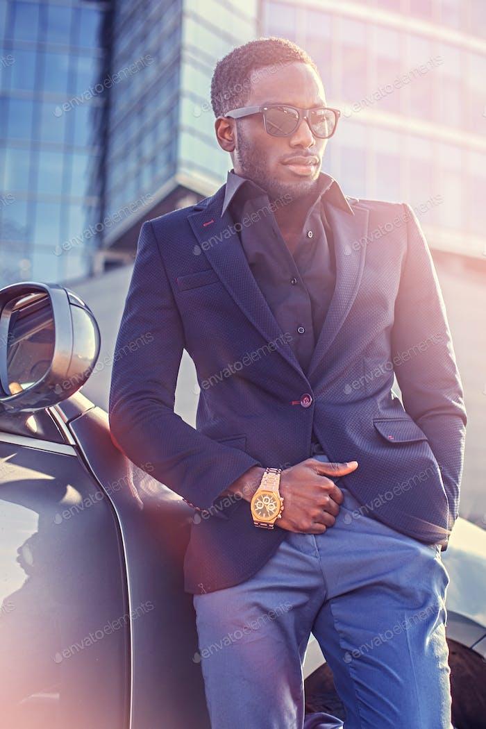 Un hombre americano negro elegante.