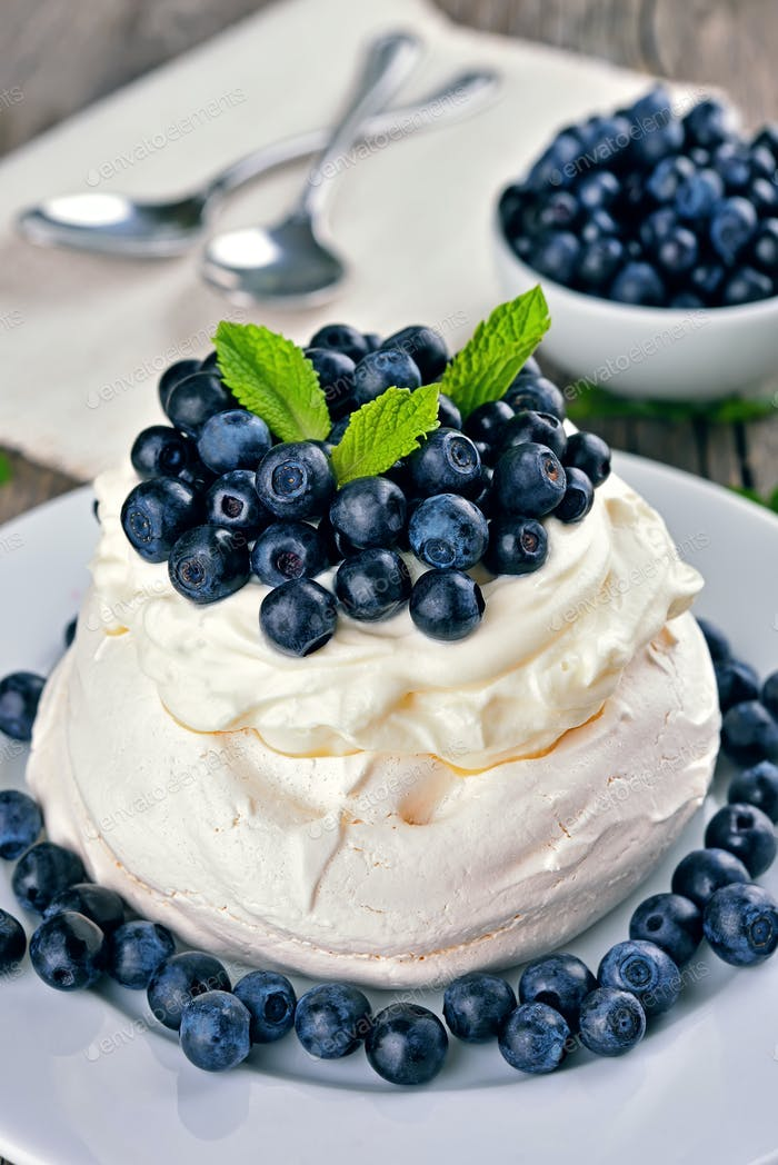 Pavlova cake with blueberries