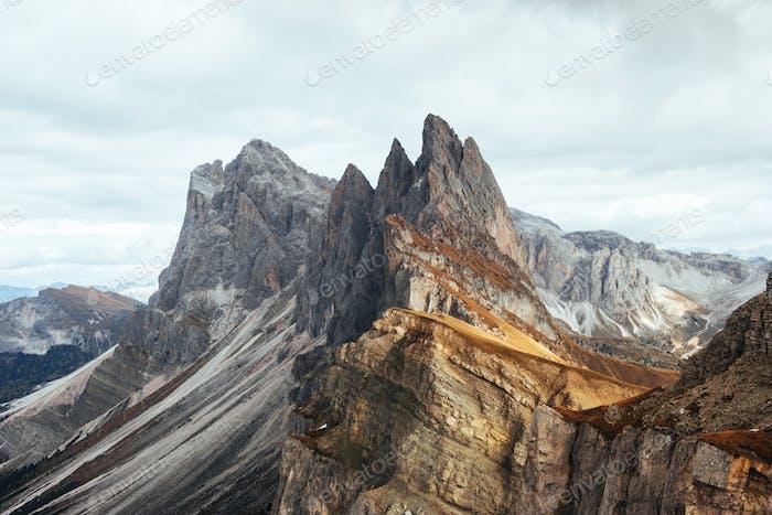 Gefährliche Pisten Hervorragende Hügel des Seceda-Dolomitengebirges am Tag