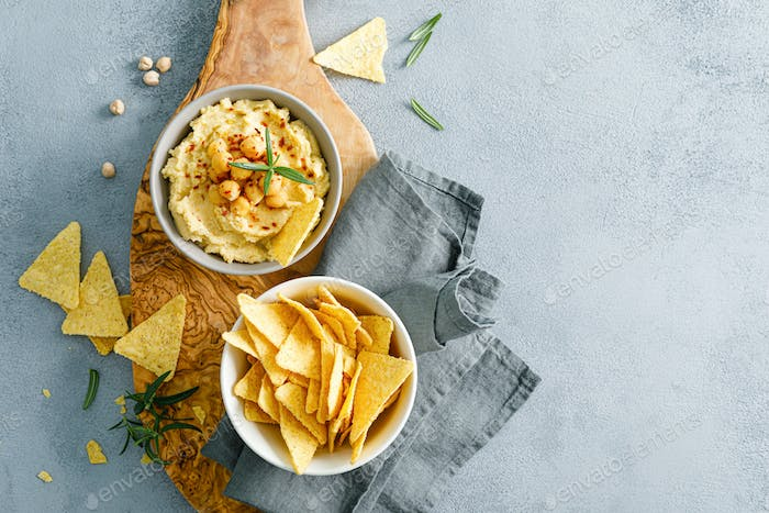 Homemade chickpea hummus with chips
